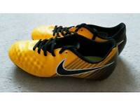 Nike older boys Football boots size 5.5 Excellent condition