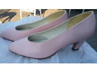 Ladies Clarks Shoes Size 6.5 - Pale Pink