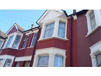 Large Double Room to rent in a Victorian House. Sky Fiberoptic Wifi. All bills included