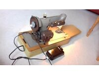 Singer Sewing Machine, Excellent condition, fully working with all parts and case