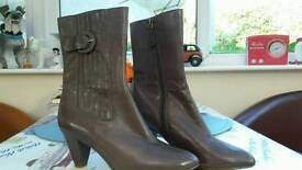 clarks boots size 7 brand new