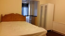 ** EN-SUITE ROOM TO LET ** (BILLS INCLUDED) JUST OFF MILL ROAD CB1