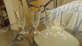 Set of 4 champagne flutes - clear glass