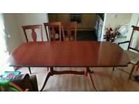 Table mahogany style