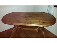 LOVELY STURDY SOLID PINE OVAL DINING TABLE WILL SIT 4-6 PEOPLE