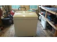Daewoo twin tub washing machine