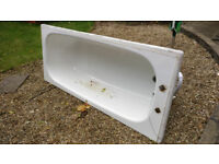 SOILD Cast Iron Bath Tub In good Clean Condition