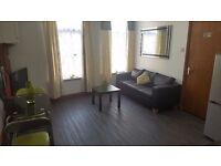 Fully furnished 2 bed (En-suite) flat, 5 mins walk to Piccadilly Station - Available now!