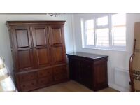 Quality bedroom suite: 3 door wardrobe, chest of drawers and 2 bedside cabinets