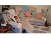 Corner sofa with 2 electric recliners, very good condition.