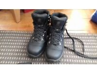 Walking boots -size 6.5