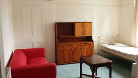 Very Large Room in Beautiful First Floor Flat to Rent Woolwich- All Bills included SE18 Greenwich
