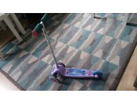 FROZEN 3 WHEELER MOVE AND GROOVE SCOOTER FOR SALE GREAT CONDITION ONLY £8