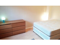 SUPER CHEAP ROOM IN THE CENTER!! 160PW. DO NOT MISS THIS DEAL