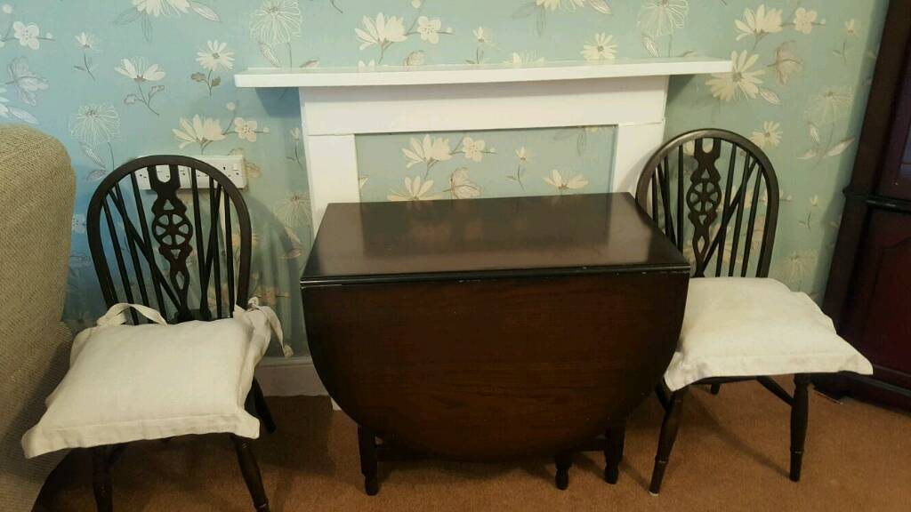Gate leg table with two chairs