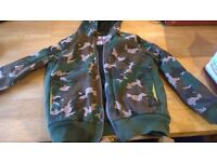 Boden Johnnie b camoflage lined boy's zip up cotton jacket with hood size 13 - 14 years