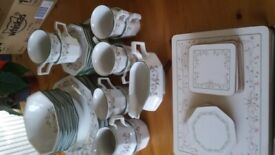 Eternal Beau 8 piece dinner service. No scratches or chips. In good condition. Table mats included.