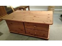 Solid wood coffee table with two drawers and lift-up storage