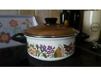 Retro crock pot new condition