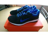 MENS NIKE TRAINERS SIZE 8.5 BRAND NEW IN BOX NEVER WORN £20 BARGAIN