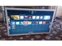 """SAMSUNG 32"""" LED TV SMART/WIFI BUILT IN/FREEVIEW HD/MEDIA PLAYER/100HZ/WHITE FINISH AS NEW NO OFFERS"""