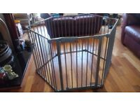 Lindam Safe & Secure Metal Play Pen with wall fixings and play mat