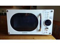 Cream 800w Microwave - good condition & thoroughly cleaned.