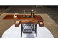 Vintage Antique Singer Treadle Sewing Machine and Table £250 ono