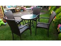 4 rattan chairs and round table