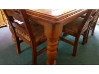 Beautiful large dining room table & 6 chairs