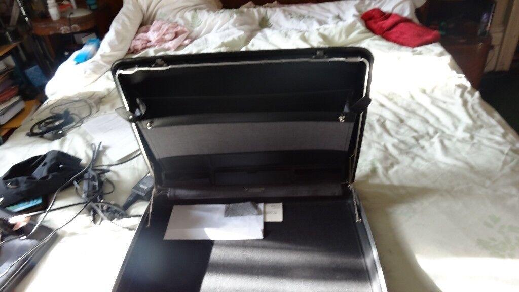 Vintage Black Samsonite Hardshell Briefcase beautiful stylish retro case handlewith lock and two