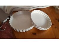2 white ceramic flah dishes