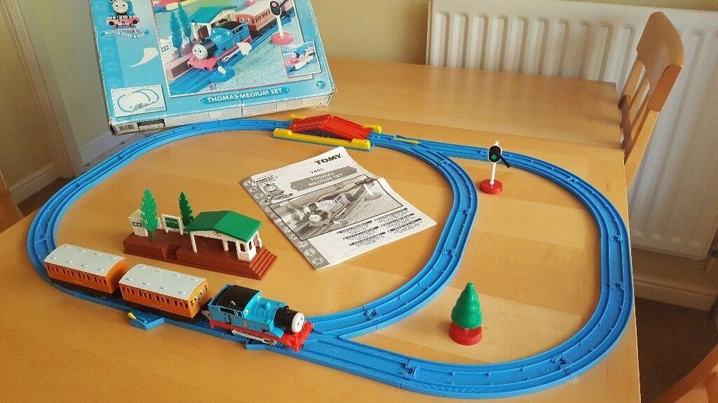 Tomy Thomas Friends Motor Road Rail Medium Set 7401 Train Track