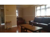 AMAZING 3 BED - 2 BATH - LARGE RECEPTION - CONSERVATORY - DRIVE - WC -- call Aliya on 07598416872