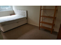 Double room in spacious 2 bedroom flat to rent in city centre for £500pcm all bills included.