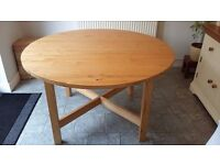 Round dining table/ pine/ extendable - £60 ono