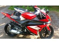 Yamaha yzf r125 and a kymco super8 125