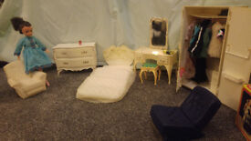 Sindy doll, bedroom furniture and 2 x lounge chairs