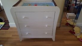 Baby change table/chest of drawers