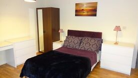 B37 - Luxurious Spacious Double Bedroom, with sofa & desk, Marston Green, near airport,train station