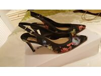 Dorothy Perkins Slingbacks Size 5, floral with black trim. Worn once only. 3inch heel. Stunning