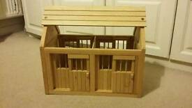 Child's Wooden Stables & group of horses & ponies. Good condition