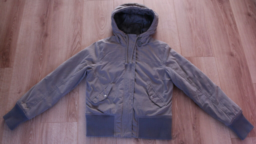 Ladies H&M winter jacket size 38 (10in Nuneaton, WarwickshireGumtree - I have for sell khaki women's H&M jacket in size 38 (10). This is a padded coat with hood, warm with 2 front pockets with popper fastenings. Great for winter. In used, but very good condition. Grab a bargain!!! From smoke and pet free home. If you...