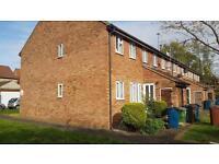 1 bedroom flat in Oakcroft Close, Harrow, Middlesex