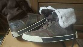 Boys Timberland fully lined winter trainers/boots