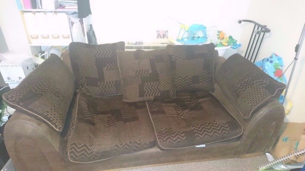 LARGE TWO SEATER LEATHER LOOK AND FABRIC SOFA IN VERY GOOD CONDITION FREE LOCAL DELIVERY 07486933766