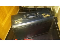 EXECUTIVE PIOLT BAG / LARGE LEATHER BRIEFCASE - BLACK & GOLD - MANY COMPARTMENTS - EXCELLENT COND.