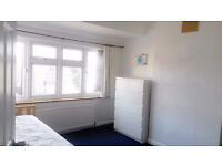 Double Room For FEMALE VEGETARIAN-15mins from Waterloo, Surbiton and Kingston Town BILLS INCLUDED