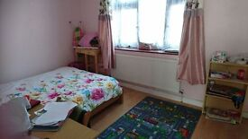 NICE DOUBLE ROOM IN THREE BED ROOM HOUSE NEAR LEYTON UNDER GROUND STATION & LEYTON MIDLAND STATION