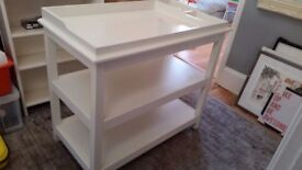Changing Table by the Little White Company - Excelllent